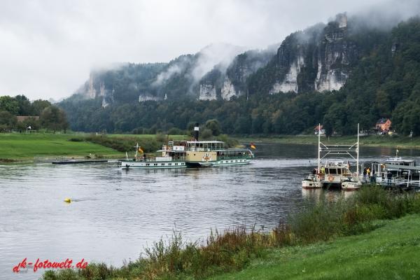 Elbschifffahrt bei Rathen Elbsandsteingebirge