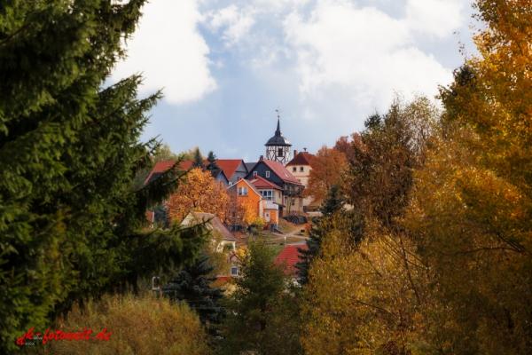 Blick nach Straßberg im Herbst