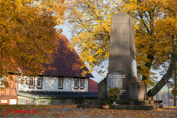 Straßberg Harz Herbst Impression Gedenskstein Opfer 1. Weltkrieg
