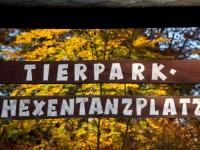 Werbeschild für den Tierpark auf dem Hexentanzplatz in Thale