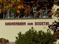 Blick in das Bodetal vom Hexentanzplatz mit herbstlicher laubfärbung